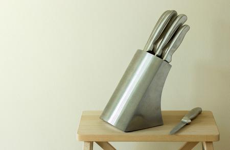 rack arrangement: set of kitchen knifes on table