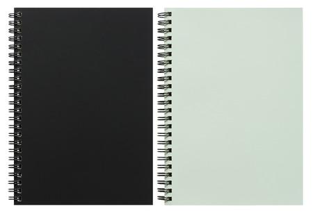 libro abierto: cuaderno de espiral en blanco y negro aislado en blanco con trazado de recorte