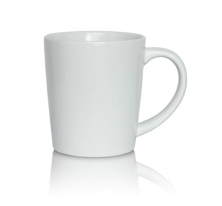 tazas de cafe: taza blanca vac�a aislada en el fondo blanco