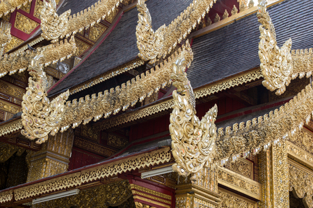 Thai style pattern on the temple roof of buddhist temple in thailand Redactioneel