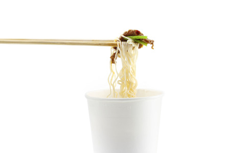 noodle with meat in paper cup on white background Banco de Imagens