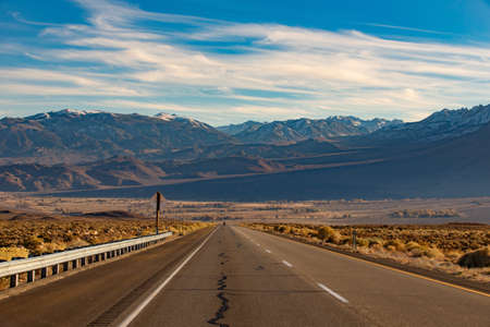 Beautiful view On the way to Mammoth Lakes Hwy 395, California, US. 版權商用圖片