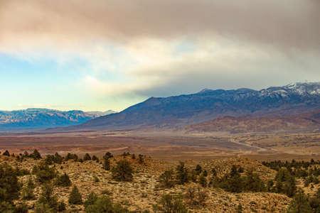 Beautiful view On the way to Mammoth Lakes Hwy 395, California, US. 版權商用圖片