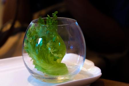 유리 컵에 야채 샐러드 스톡 콘텐츠