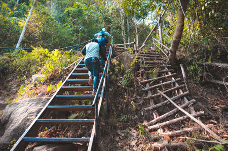 Phu Kradueng, Loei, Thailand.JANUARY 11,2020 : Tourists are trekking to go to Phu Kradueng with tiredness and  hot weather. They are walking up the stairs. 報道画像