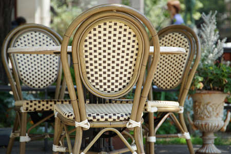 公園のテーブルと椅子