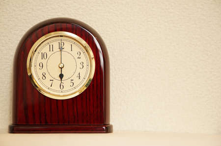 The clock that room time displays 6 o  clock