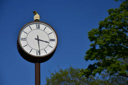 Clock of the park of the day of the blue sky which it was fine