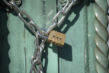 Locking of a chain and the lock of the gate 写真素材