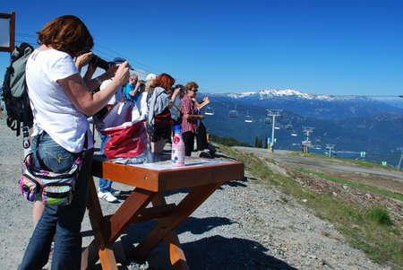 Toeristen in Whistler het nemen van foto Redactioneel