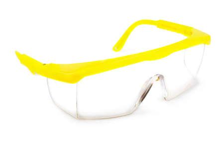 herramientas de construccion: Gafas de seguridad sobre un fondo blanco