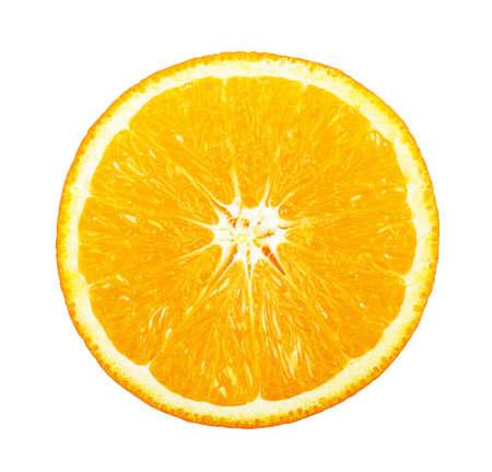naranja: Rodaja de naranja fresca sobre fondo blanco