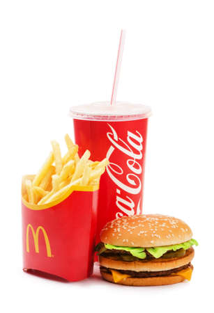 SAMARA, Russland - 6. Januar 2016: McDonalds Nahrung getrennt enthält Big Mac, Französisch Fries und Coca Cola trinken. McDonald 's Corporation ist der größte Kette der Welt der Hamburger Fast-Food-Restaurants, illustrativ redaktionelle Standard-Bild - 53739788