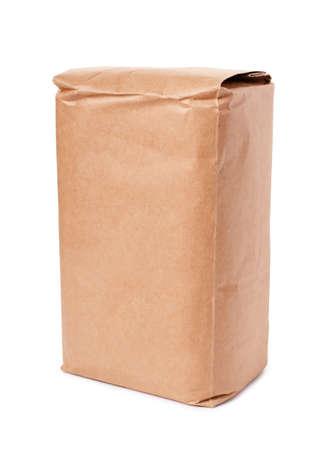 흰 배경에 고립 된 빈 갈색 공예 종이 봉지