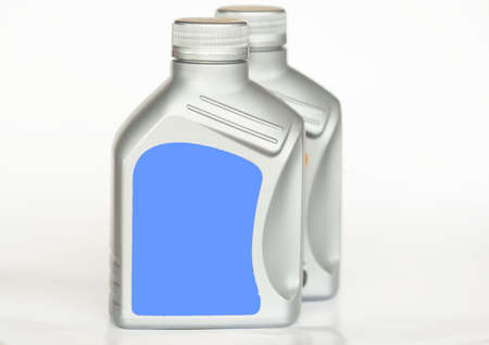 El líquido de frenos, representación 3D aislada en el fondo blanco