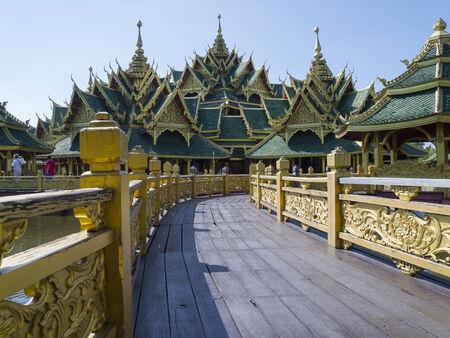 illuminati: Municipio illuminato si trova nell'antica provincia di Samut Prakan. Archivio Fotografico