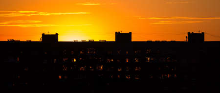 The silhouette of a high-rise building on a background of sunset sky. Standard-Bild