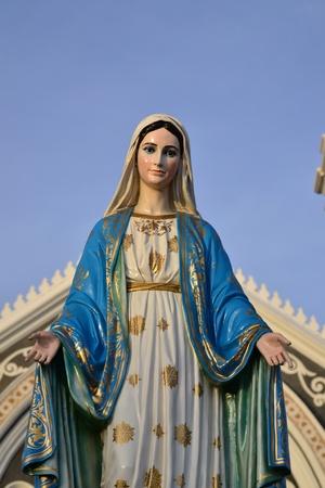 immaculate: Estatua de la Virgen Mar�a en Tailandia. Foto de archivo