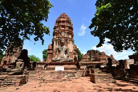 Statue of  Ancient Buddha at Wat Mahatat, Ayutthaya Thailand. photo