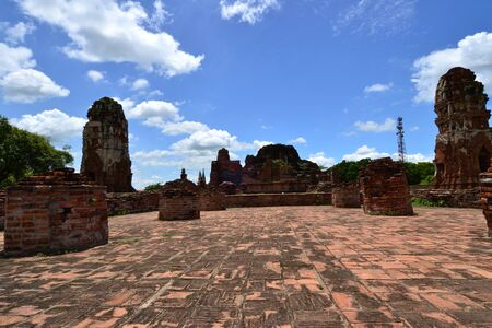 zbytky: Thai ancient temple remains in Ayutthaya,Thailand