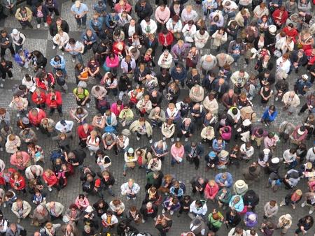 bovenaanzicht mens: Veel mensen op hodiday Redactioneel