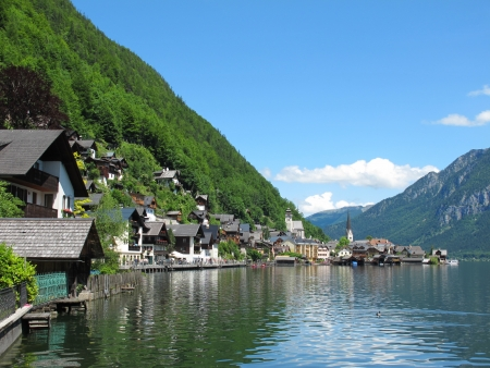 Vista lungomare di Hallstatt, Austria photo
