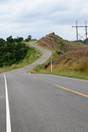 Carretera en la monta�a, la provincia de Nan, Tailandia. photo
