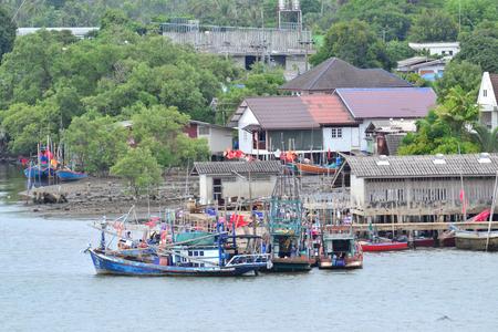 pesquero: El pueblo de pescadores y las pesquer�as costeras de la provincia de Chanthaburi. Tailandia.