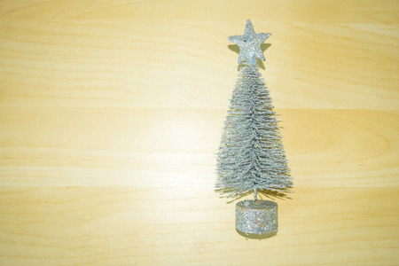 Glitter silver Christmas tree on beautiful wooden Imagens