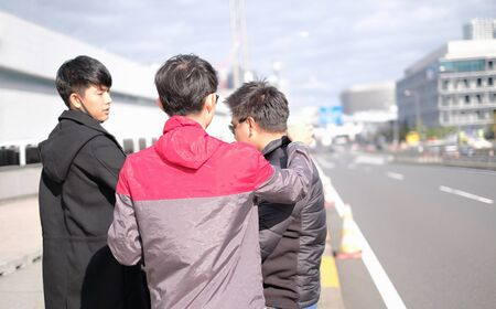 Young asian friends travel in the city together and photographer set model's outfit and action for photo shoot concept Banco de Imagens