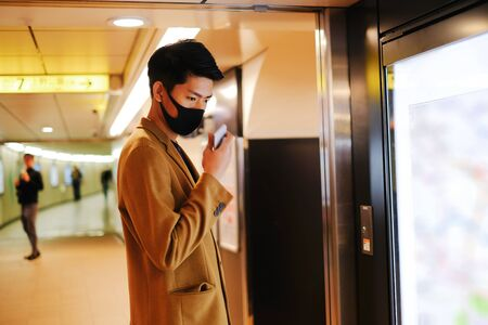 Asian man send voice record to ask direction and searching the subway station on map Banco de Imagens
