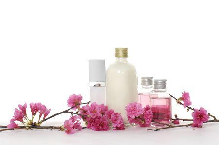 fleur de cerisier: Spa liquide et cerise de la fleur.  Banque d'images