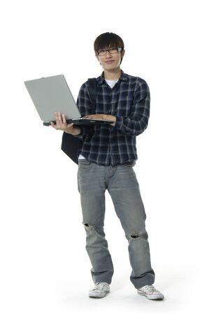 laptop asian: Hombre asi�tico port�til