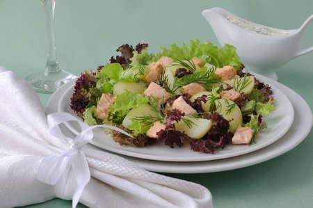 Warmer Kartoffelsalat mit Lachs-Salat-saurer Sauce Lizenzfreie Bilder - 14993074