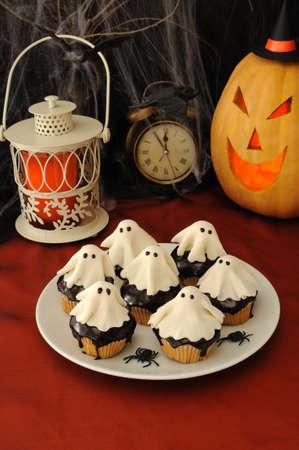 Muffins with chocolate haunted putty Standard-Bild