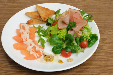 collation: Salad mix with cherry tomatoes and ham with, toast with grapefruit cream sauce