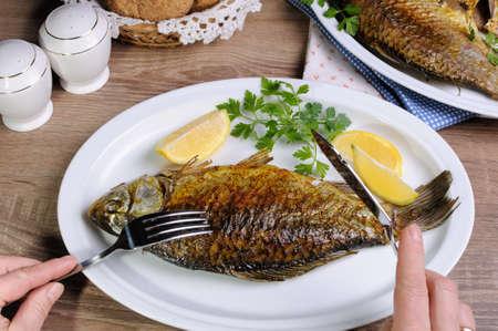 Peces en la ración es una dieta equilibrada en su menú