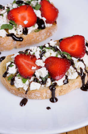 lunch hour: Sandwich  ricotta and mint with strawberry slices and chocolate topping