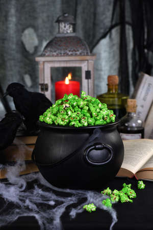 zombie boogers popcorn of Halloween. Tricks and Treats. Ideas and inspiration for spooky chic Halloween table decorations Foto de archivo