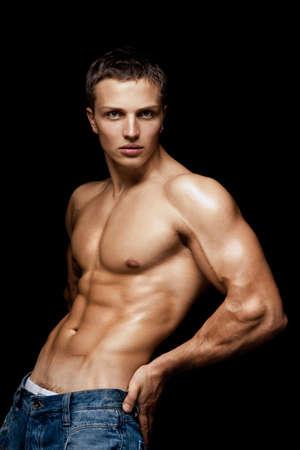 nudo maschile: Giovane ragazzo con un torso nudo di sport  Archivio Fotografico