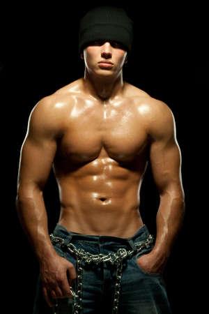 nudo maschile: Giovane ragazzo con un torso nudo di sport