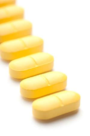 Medicinale pillen opgestapeld een bos van close-up