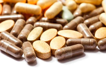 overdosering: Geneeskrachtige pillen stapelden omhoog een bos van close-up