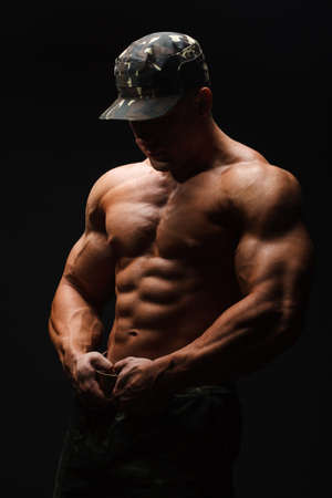 아름답고 강한 젊은 남자