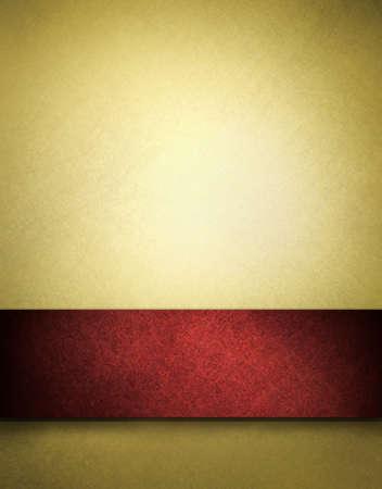navidad elegante: Fondo de oro con cinta roja y espacio de copia Foto de archivo