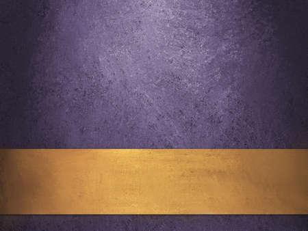 Profondo royal sfondo viola con nastro d'oro Archivio Fotografico - 11153774