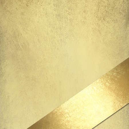 fondo elegante: fondo dorado claro con textura grunge de la vendimia con la cinta del oro en un �ngulo, para el aniversario o la Navidad