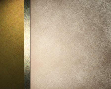 fondo elegante: elegante fondo formal con la luz beige ilustraci�n de papel de pergamino con la frontera del lado de rayas de color oro y cinta de oro con la textura del grunge del vintage y de espacio de la copia para el folleto o en el men� Foto de archivo