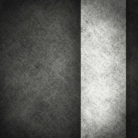 グランジ テクスチャと copyspace; で白いリボン ビンテージ羊皮紙紙図の黒の背景モノクロの背景