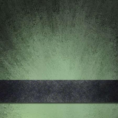 ruban noir: abstrait noir et vert avec une texture grunge millésime étalé sur du papier avec des bords noirs et mettent en évidence lumineuse sous bande ruban noir Banque d'images